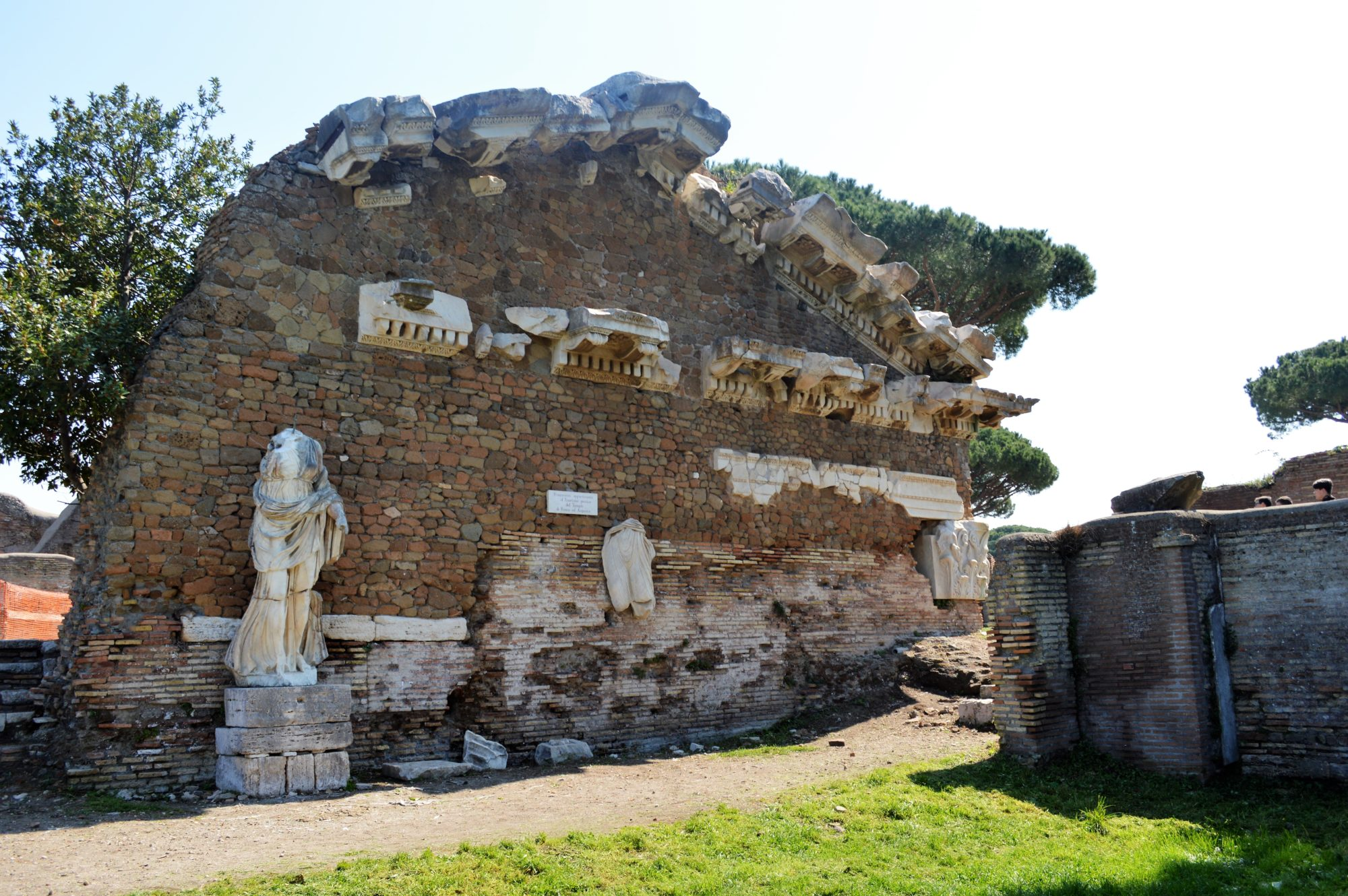 temple-augustus-forum-ostia