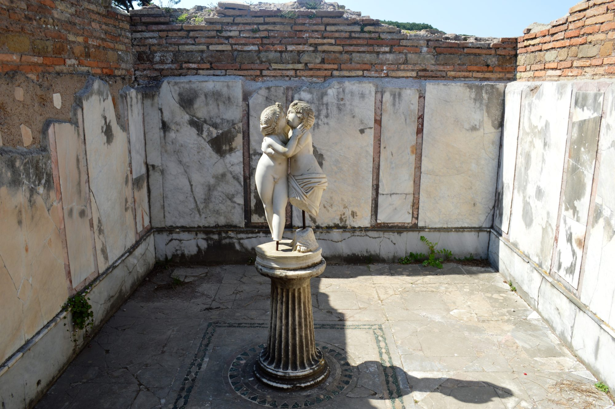 cupid-psyche-statue-house-ostia