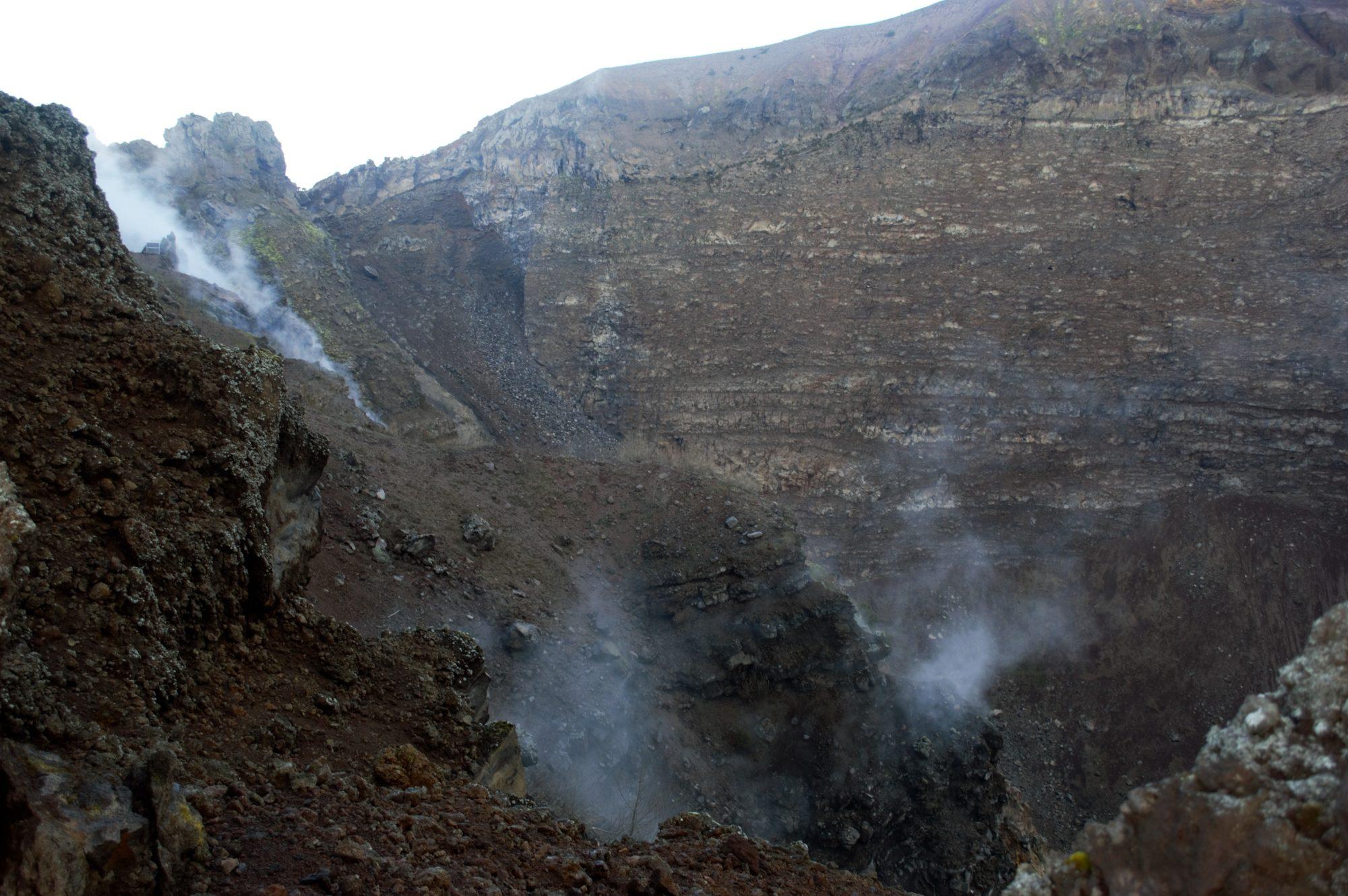 vesuvius-crater