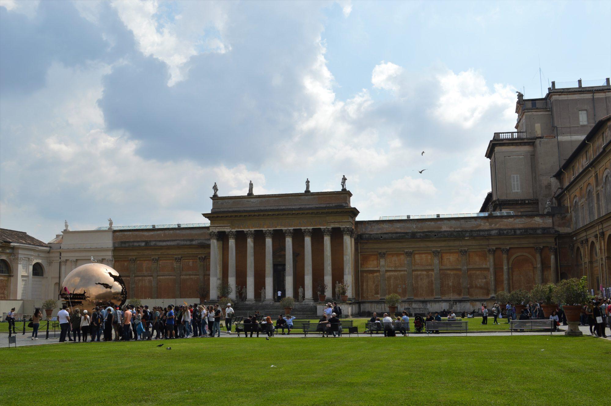 vatican-museums-pigna