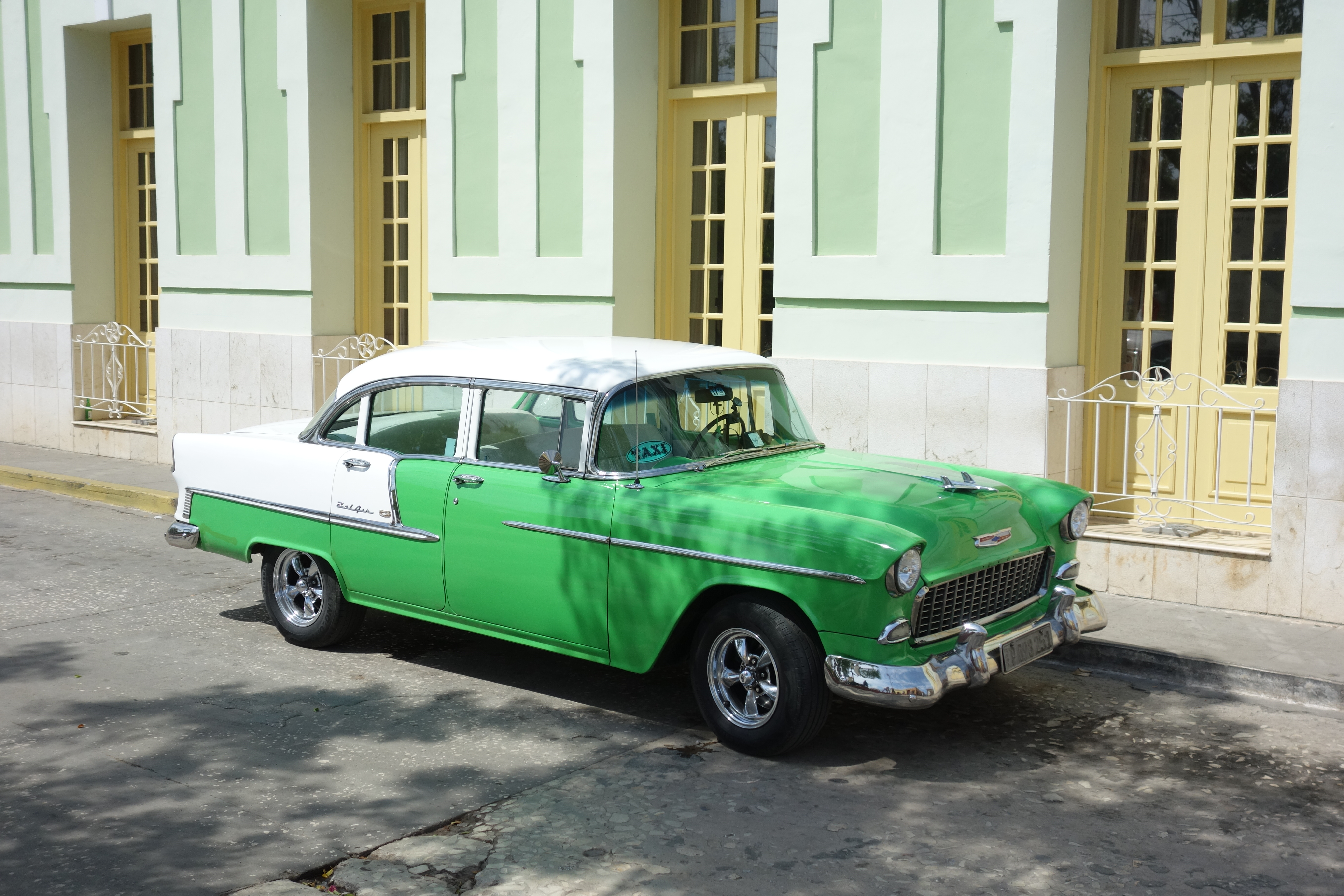 trinidad-car-street